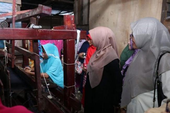 Terbukti Sukses, Dekranasda Siak Kembali Pinjamkan Alat Tenun untuk Warga