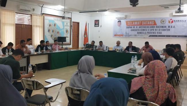 Cek Kesiapan Pengawasan Pilkada, Andi Rachman Kunjungi Bawaslu Riau.