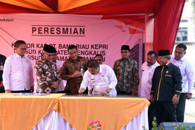 Bupati Amril Resmikan Kantor Kas Bank Riau Kepri di RSUD Bengkalis dan Mandau