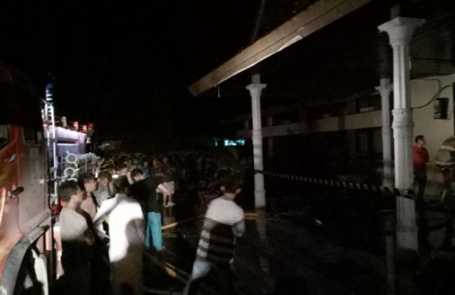 Bangunan Tua AKN Pelalawan Terbakar di Malam Pertama Ramadhan