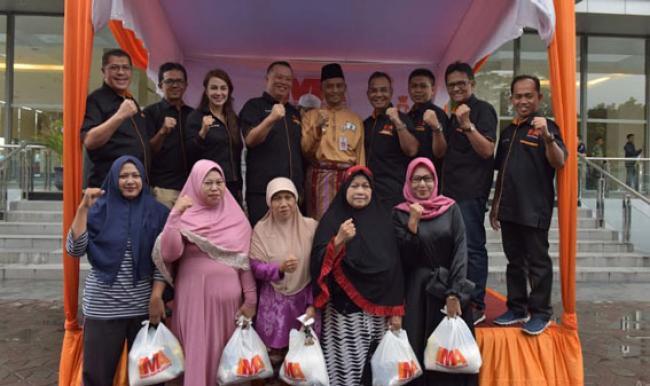 IMA Chapter Pekanbaru Bagikan 1000 Paket Sembako Untuk Warga Sekitarnya