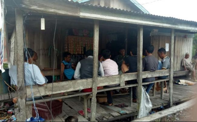 Babinsa Koramil 07/Reteh Laksanakan Komsos Dengan Tokoh Masyarakat