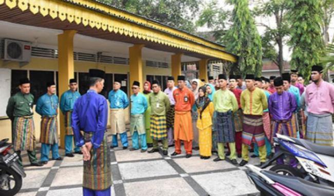 Sempena Hari Jadi Ke-506 Bengkalis, Senin Pegawai Bengkalis Kenakan Busana Melayu
