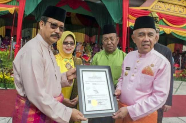 Gubri Terima Hak Paten Tagline Riau The Homeland of Melayu dan Riau Menyapa Dunia