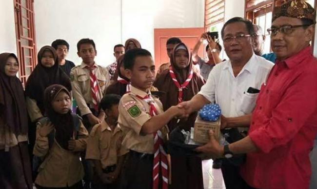PT Ivomas Tunggal Serahkan Bantuan Untuk 262 Anak Usia Sekolah
