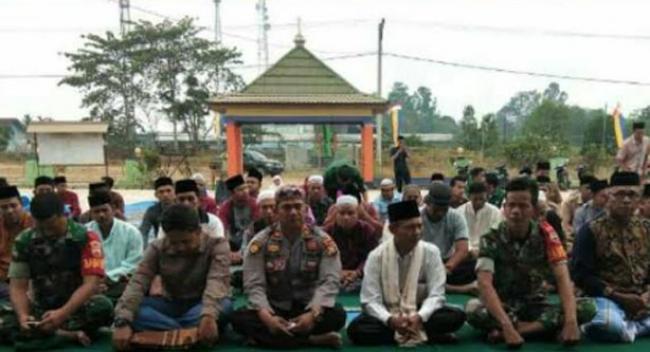 Koramil 15/Kuala Kampar Bersama Muspika Kecamatan Kerumutan Gelar Sholat Istisqa