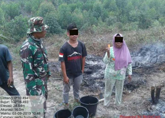 Satgas Karhutla Kodim 0313/Kpr Tangkap Pembakar Lahan Di Pelalawan Riau