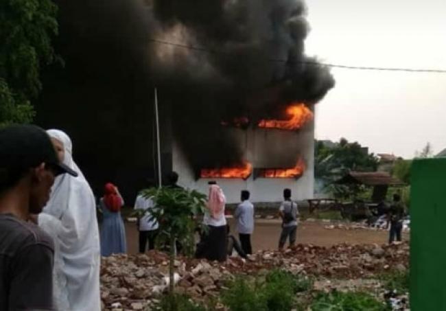 Asrama Pesantren IIQ di Pamulang Terbakar, 29 Damkar Dikerahkan