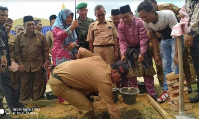 Bupati Suyatno Letakkan Batu Pertama Pembangunan Tambahan Ruang Kelas SMP 6 Bangko Pusako