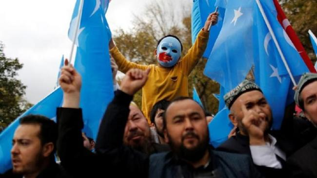 Siapa Muslim Uighur yang Dibela Mesut Ozil?