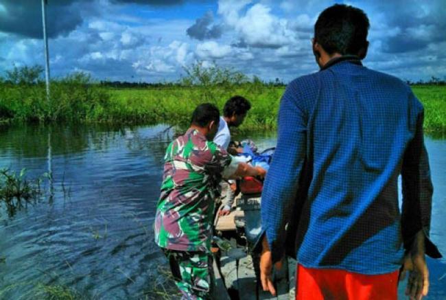 Banjir Masih Genangi Dua Desa, Babinsa Koramil 10 Tetap Laksanakan Patroli