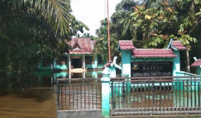 Desa Tanjung Balam Sudah 12 Hari Terendam Banjir