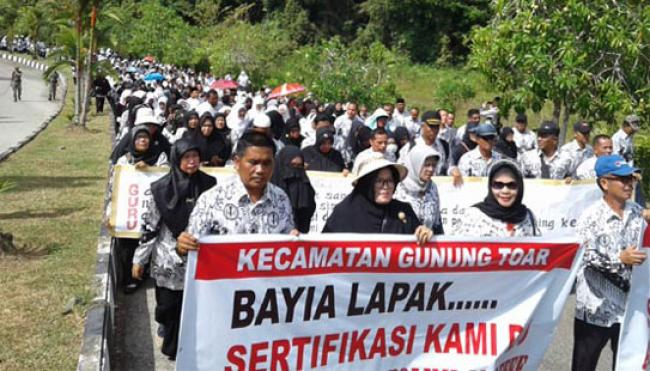 Ribuan Guru Demo,Jam Belajar Dipangkas, Anak Sekolah di Kuansing Pulang Cepat