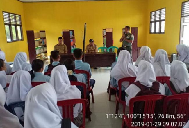 Tingkatkan Kecintaan Tanah Air, Danramil 11/Tambusai Berikan Wasbang Di SMKN 1