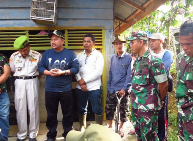 Bedah Rumah Warga, Dandim 0313/Kpr Ajak Masyarakat Tingkatkan Semangat Gotong Royong