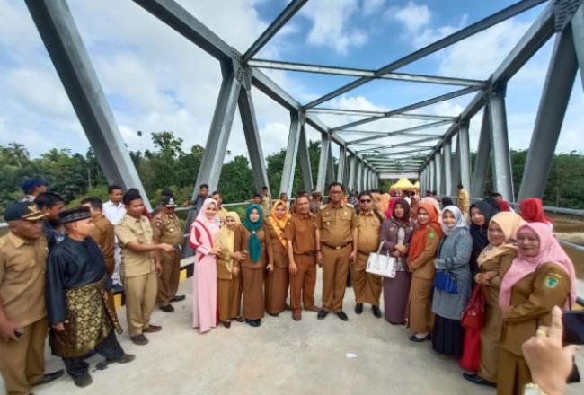 Bupati Suyatno Resmikan Jembatan Kasangbangswan Baru