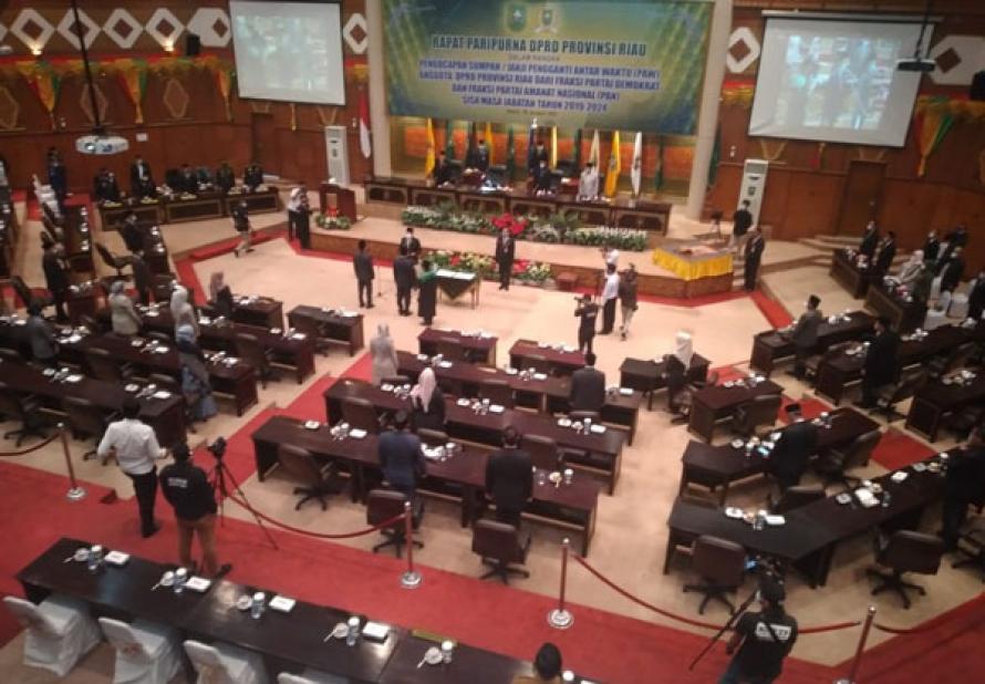 Dua Anggota DPRD Riau Dilantik