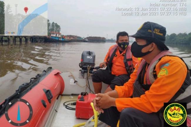 Seorang Warga Hilang Terbawa Arus Sungai Siak, Tim SAR Lakukan Pencarian