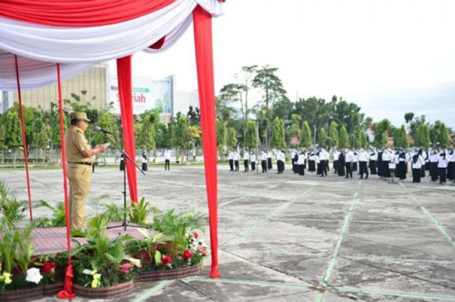 Wagubri Serahkan SK Pengangkatan CPNS Formasi Tahun 2019 di Lingkungan Pemprov Riau