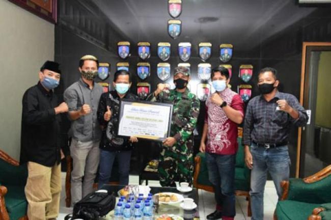 Danrem 031 Wirabima Terima Penghargaan Siber Riau Award 2020