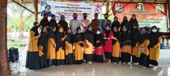 Pelepasan Guru Purnatugas dan Guru Mutasi SMPN 2 Tapung Berlangsung Haru