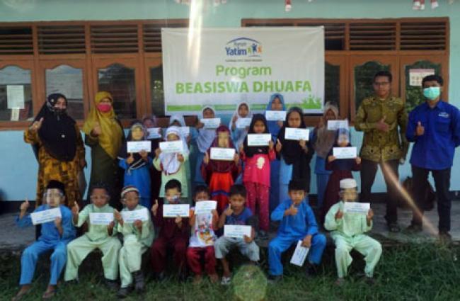 Rumah Yatim Bagikan Bantuan Pendidikan dan Biaya Hidup untuk Warga Kabupaten Kampar