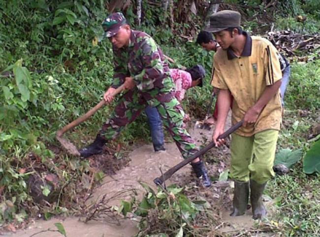Goro Sehat Bersama Babinsa Ramil 06/Cerenti Dan Masyarakat Desa Pulau Sipan