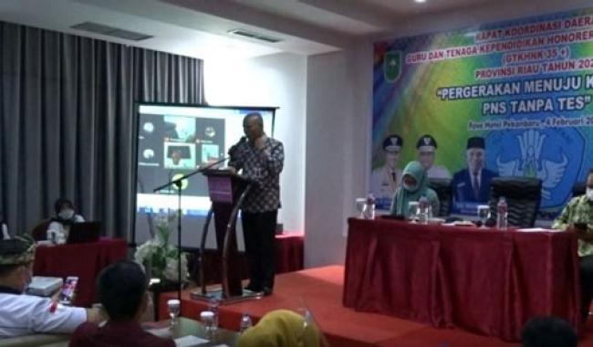 Kadisdik Riau Hadiri Rakorda Guru dan Tenaga Kependidikan Honorer Non Kategori 35 plus