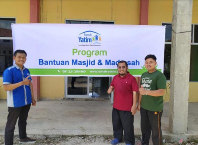 Rumah Yatim Berikan Bantuan untuk Pembangunan Masjid Raudhatul Jannah Pekanbaru