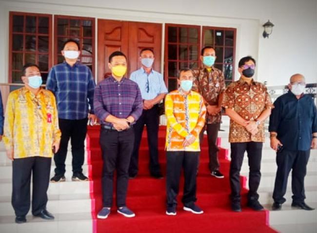 Bahas Pengembangan Media di Riau, Manajemen Poskota Silaturahmi dengan Gubri