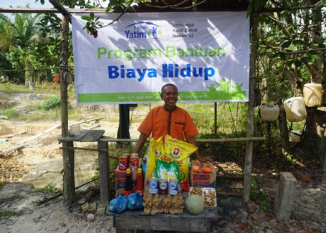 Sempat Tak Makan Nasi, Pak Gatot Kembali Terima Bantuan Rumah Yatim