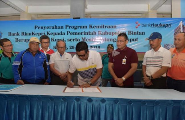 Bupati Bintan Minta Warganya Untuk Menabung di Bank Riau Kepri