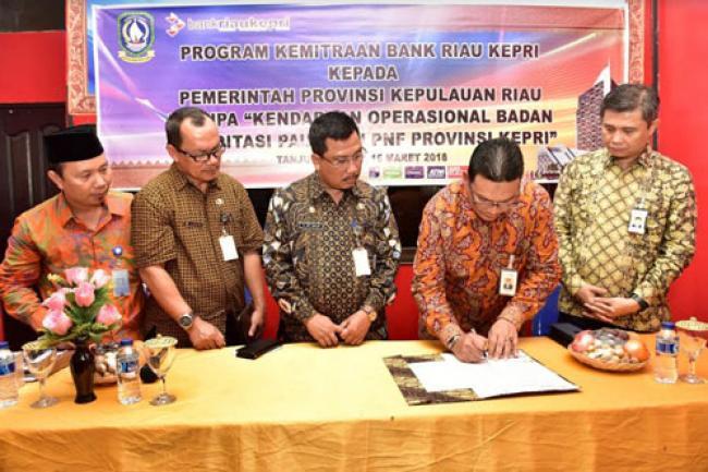 Pemprov Kepri Terima CSR 1 Unit Mobil Dari Bank Riau Kepri