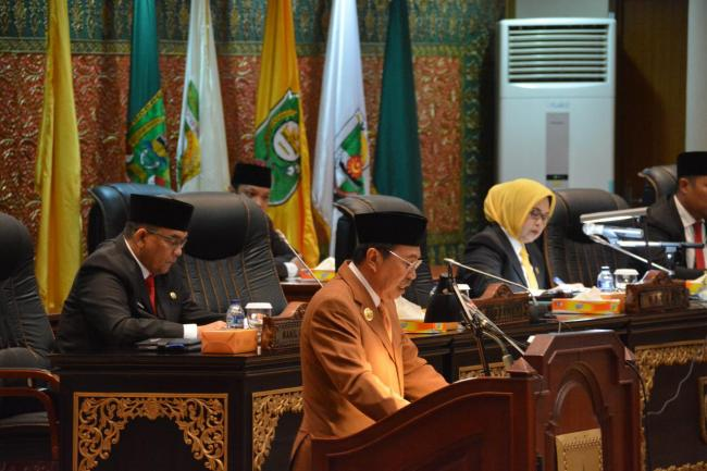 Di Paripurna DPRD Riau, Gubri Akan Tingkatkan Program Pembangunan Pro Masyarakat