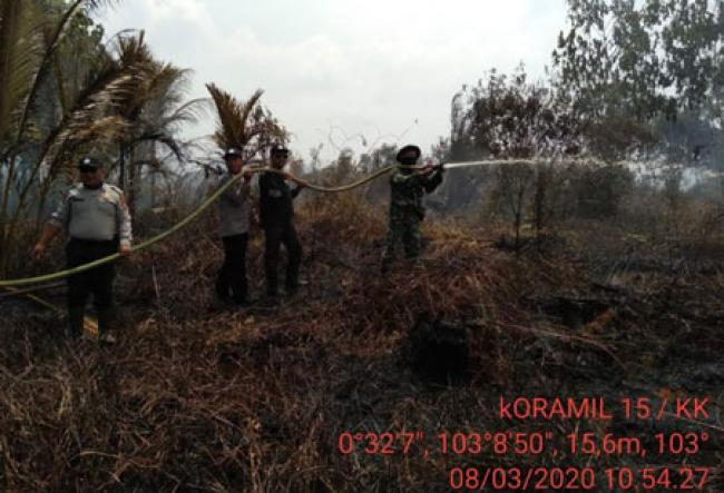 Melihat Koramil 15/KK Dan Polsek Lakukan Pendinginan Di Desa Teluk