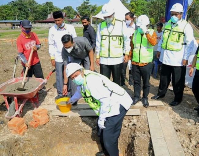 Bupati Alfedri Hadiri Peletakan Batu Pertama Pembangunan Kantor Baznas Siak