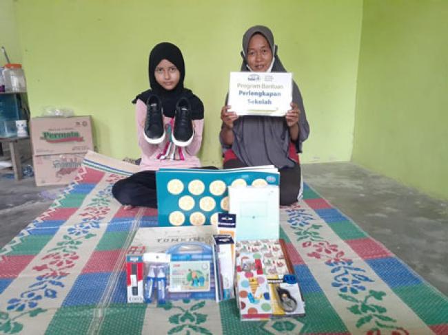Bantuan Pendidikan Rumah Yatim untuk Laila, Yatim Berprestasi asal Riau