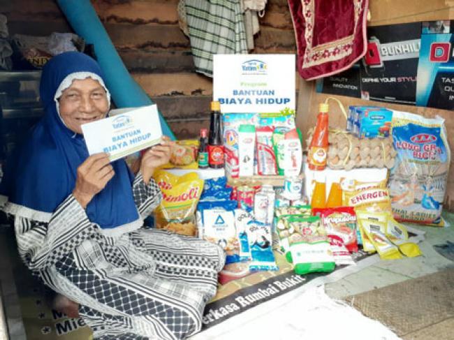 Rumah Yatim Berikan Bantuan Untuk  Nurhayati Lansia Pantang Meminta-Minta Selama Masih Bisa Mencari Nafkah Halal