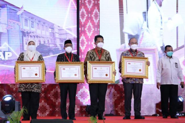 Kabupaten Siak Terima Penghargaan Pelayanan Prima Dengan Predikat A Dari Menpan-RB
