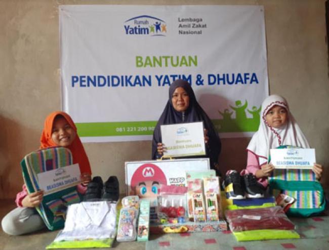 Rumah Yatim Berikan Bantuan Pendidikan untuk Aisyah dan Azizah, Yatim Piatu Asal Pekanbaru