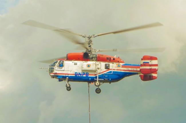 Helikopter Water Bombing Tiba di Riau, Besok Langsung 'Gass' Padamkam Karhutal di Rohil