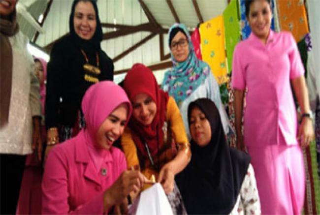 Ketua Bhayangkari Polda Riau Apresiasi Batik Bono