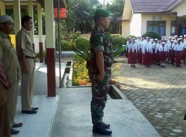 Babinsa Ramil 03/Bunut Jadi Irup di SDN 005 Terbangiang Bandar Petalangan