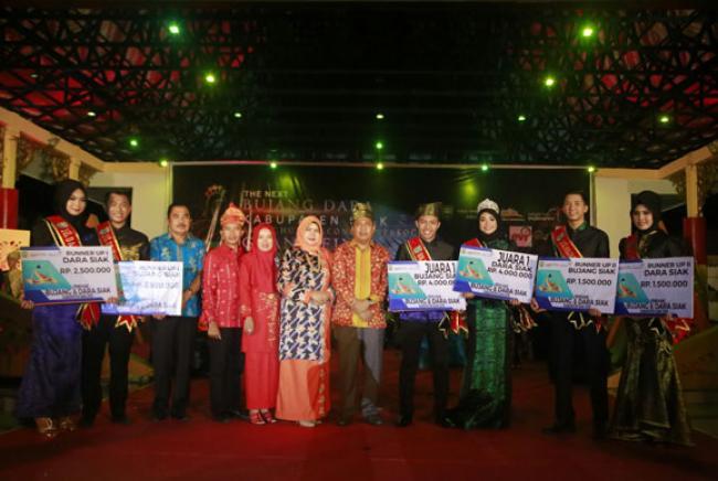 Masyarakat Antusias Saksikan Grand Final The Next Bujang Dara 2018