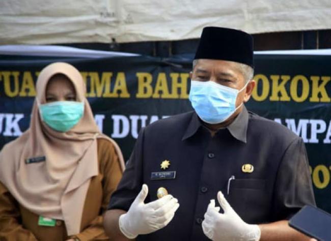 Bupati Alfedri Salurkan 587 Paket Sembako Untuk ODP Kabupaten Siak