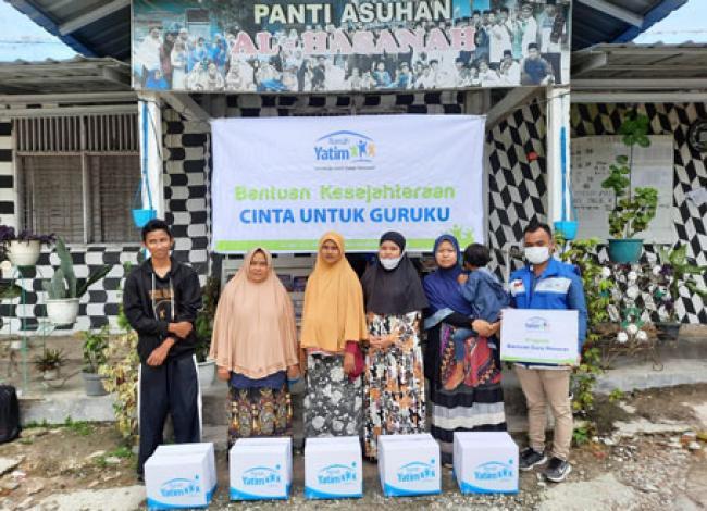 Bantuan Sarana Prasarana dan Bingkisan Guru untuk SD dan SMP Islam Al Hasanah