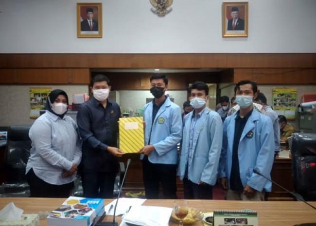 Datangi DPRD Riau, BEM UNRI Tolak Impor Beras
