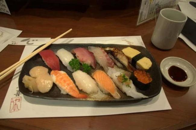 5 Bahaya Makan Sushi Berlebihan