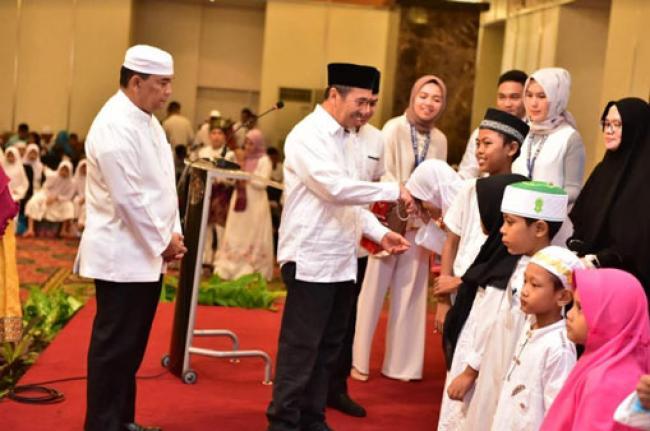 Gubri dan Wagubri Buka Puasa Bersama dengan Masyarakat dan Mahasiswa Asal Riau di Jakarta