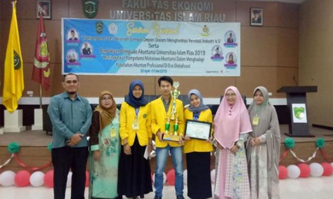 Tim Unilak Raih Juara Pertama Olimpiade Akuntansi di UIR